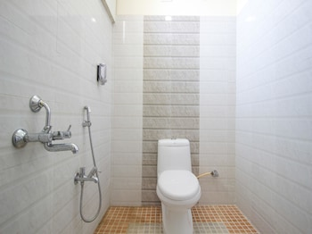 OYO 3787 9 Star Hotel - Bathroom  - #0