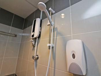 NIDA Rooms Batu Ferringhi Charm at Feringghi Stay Inn - Bathroom  - #0