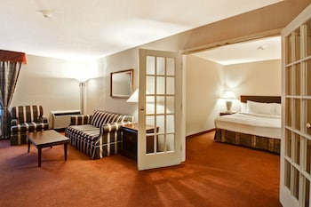 Business Suite, 1 King Bed, Tower