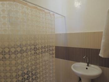 HISOLER'S BEACH RESORT Bathroom