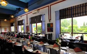 Hotel Paras Mahal - Restaurant  - #0