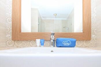 Airy Seminyak Petitenget Cendrawasih 9 Kuta Bali - Bathroom  - #0