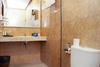 Airy Kuta Bakung Sari 13 Bali - Bathroom  - #0