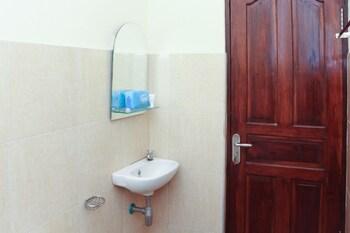 Airy Eco Sukawati Sutami Sumampan Bali - Bathroom  - #0