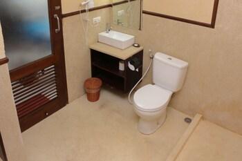 Airy Ubud Raya Campuhan Sanggingan Gianyar Bali - Bathroom  - #0