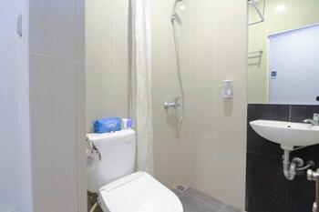 Airy Medan Petisah Waringin - Bathroom  - #0
