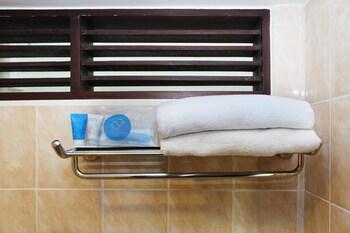 Airy Denpasar Barat Kepuh Segina 8 Bali - Bathroom  - #0
