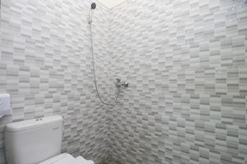 Airy Jimbaran Nirmala Indah 98 Bali - Bathroom  - #0