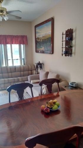 . Suites Cervantes