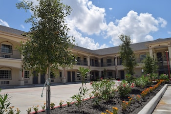 America's Inns & Suites Willowbrook - Featured Image  - #0