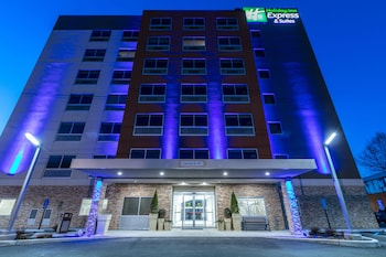Exterior at Holiday Inn Express & Suites Jersey City North - Hoboken in Jersey City
