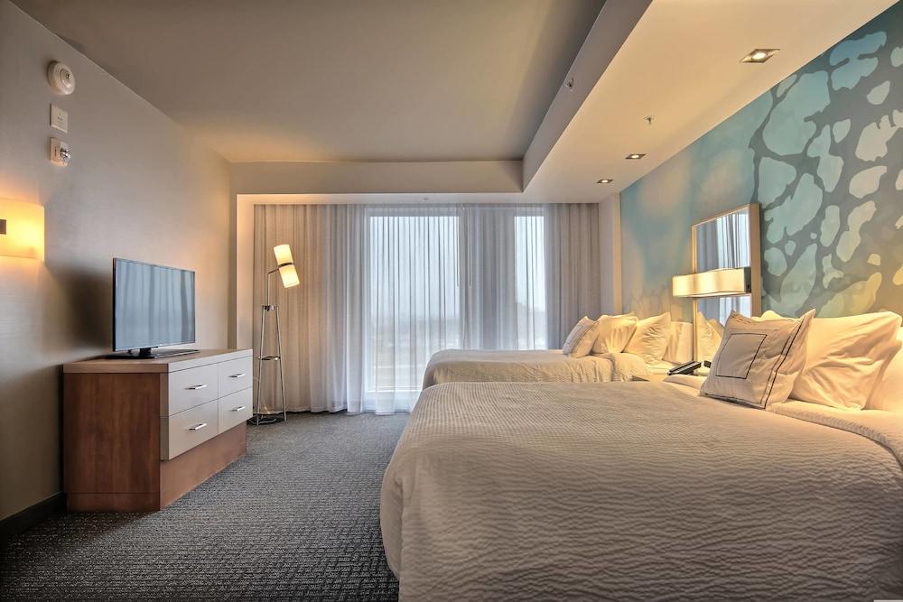 https://i.travelapi.com/hotels/16000000/15800000/15799500/15799446/418b7fb7_z.jpg