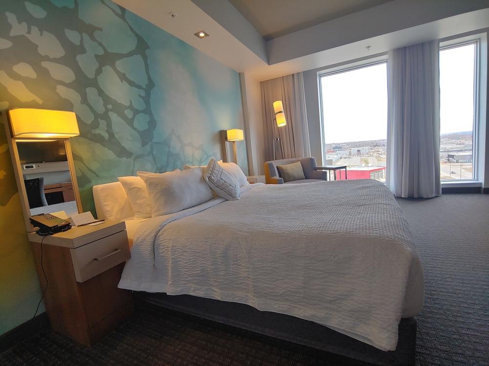 https://i.travelapi.com/hotels/16000000/15800000/15799500/15799446/81286358_z.jpg