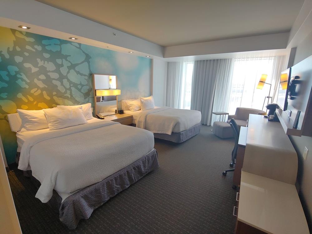 https://i.travelapi.com/hotels/16000000/15800000/15799500/15799446/abfce0a9_z.jpg