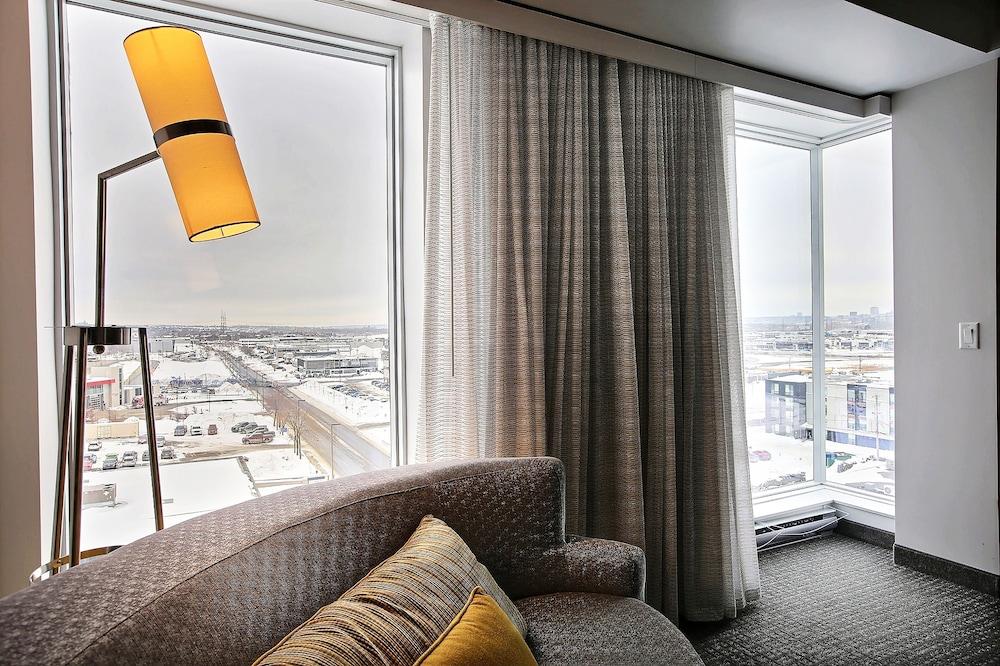 https://i.travelapi.com/hotels/16000000/15800000/15799500/15799446/efd7390f_z.jpg