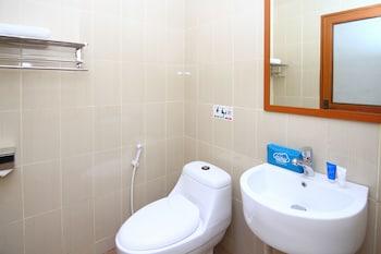 Airy Batu Aji Aviari Suprapto Batam - Bathroom  - #0
