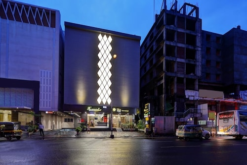 Hotel Sifat International, Surat