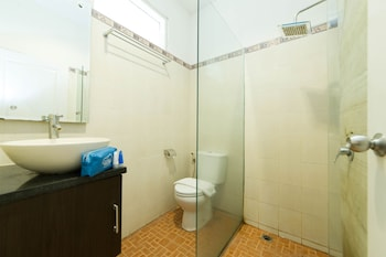 Airy Mataram Ismail Marzuki 5 Lombok - Bathroom  - #0