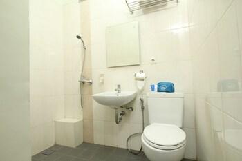 Airy Pasteur Surya Sumantri Kav 4B Sutami Bandung - Bathroom  - #0