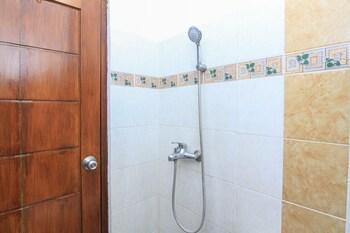 Airy Denpasar Utara Gatot Subroto Barat 339 Bali - Bathroom  - #0
