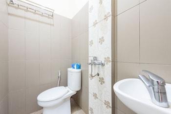 Airy Syariah Klojen Pasar Besar Square 124 Malang - Bathroom  - #0