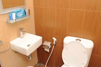 Airy Gondokusuman Tribrata Satu 3 Yogyakarta - Bathroom  - #0