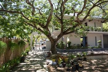 KARANCHO BEACH HOUSE Courtyard