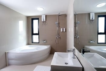 Siam Grand Hotel - Bathroom  - #0