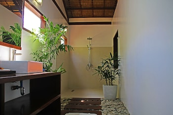 LAST FRONTIER BEACH RESORT - ADULTS ONLY Bathroom Shower