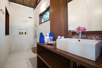 LAST FRONTIER BEACH RESORT - ADULTS ONLY Bathroom