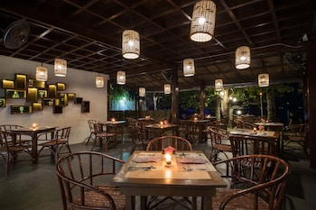 LAST FRONTIER BEACH RESORT - ADULTS ONLY Restaurant