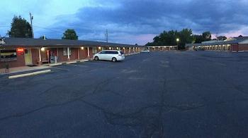 Voyager Inn - Parking  - #0