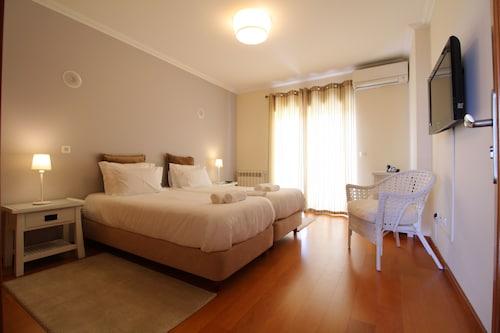AHO Guest House, Almada