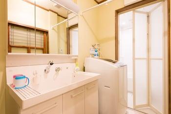 YOUR PAVILION NEAR KINKAKUJI Laundry Room