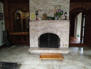 DEJAVU BED AND BREAKFAST Fireplace