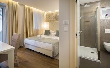 Deluxe Double Room, Balcony (102)