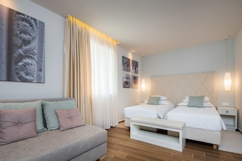 Deluxe Double or Twin Room (103)