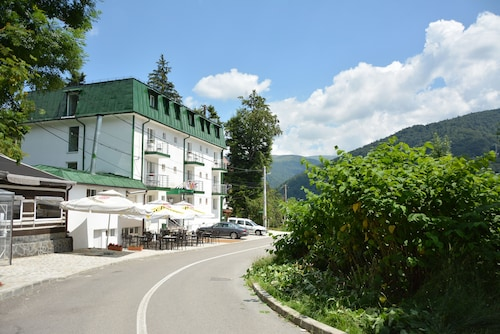 . Hotel Green Palace