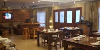 https://i.travelapi.com/hotels/16000000/15860000/15857900/15857801/5fed0eb0_b.jpg