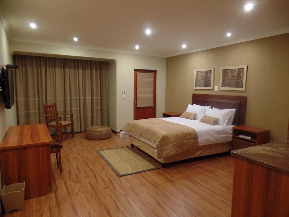 https://i.travelapi.com/hotels/16000000/15860000/15857900/15857801/8fe4db24_z.jpg
