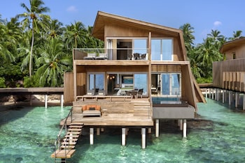 Family Villa, 2 Bedrooms, Overwater (With Pool)