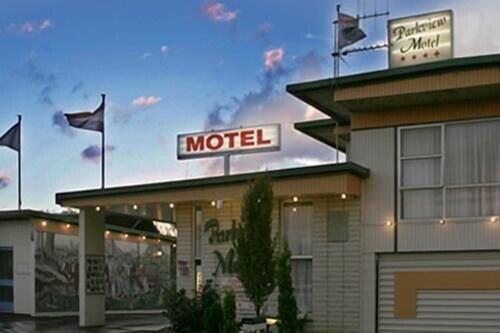 . Parkview Motel