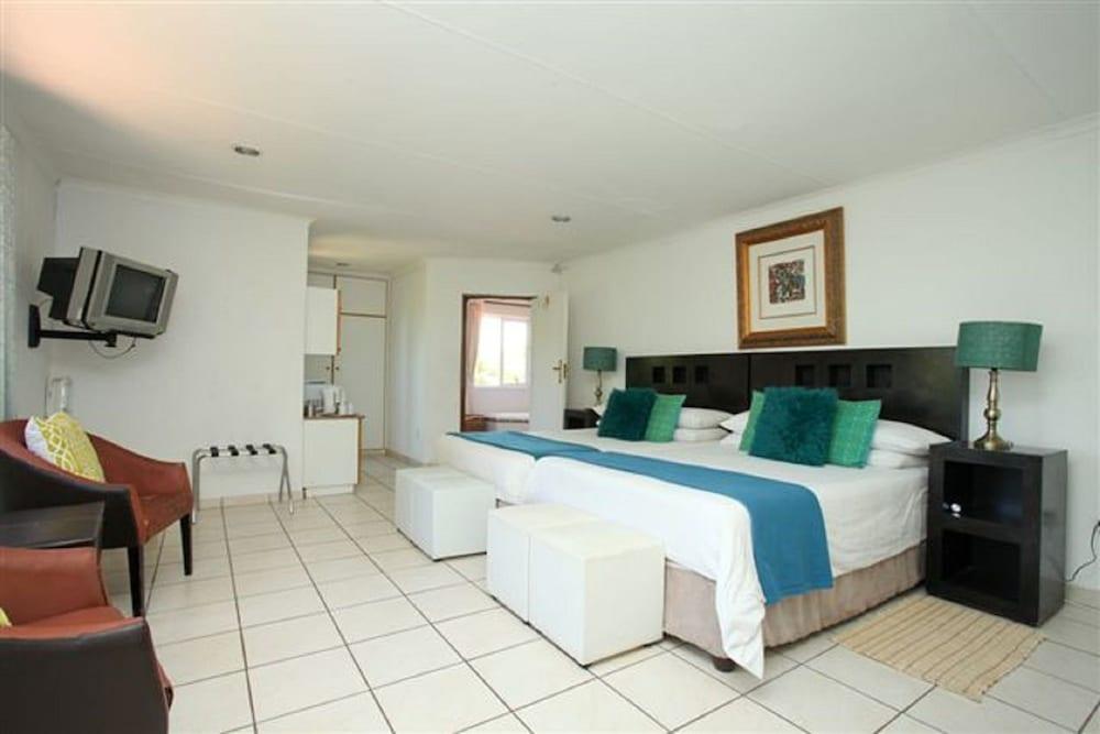 https://i.travelapi.com/hotels/16000000/15870000/15864700/15864631/8cd871de_z.jpg
