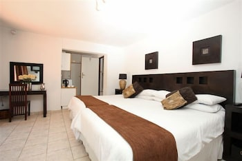 https://i.travelapi.com/hotels/16000000/15870000/15864700/15864631/eacdd025_b.jpg