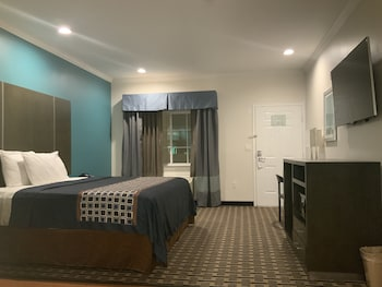 Classic Room, 1 King Bed, Non Smoking, Kitchen (210)