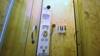 ZEN Rooms Tangkuban Perahu - Bathroom  - #0