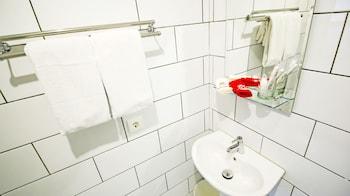 ZEN Rooms Pesantren Wetan Pajajaran - Bathroom  - #0