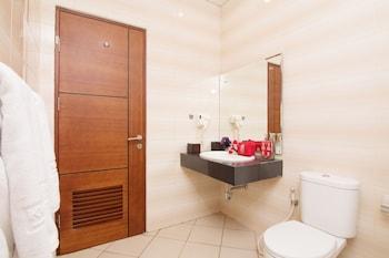 ZEN Rooms Kuta Central Park 1 - Bathroom  - #0