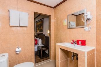 ZEN Rooms Kuta Flora - Bathroom  - #0