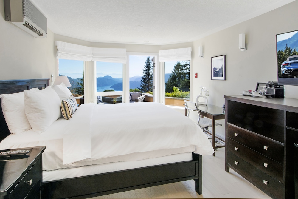 Villa Eyrie Resort, Cowichan Valley